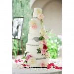 Flour power. ❤️ UtahValleyBride.com #utahvalleybride2015 #weddingcakes Photo: @rebekahwestover Cake: Kathryn…