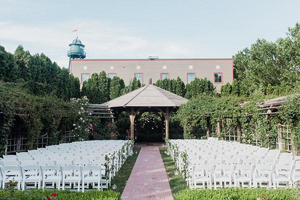 Local love utah valley bride for Loggia garden thanksgiving point